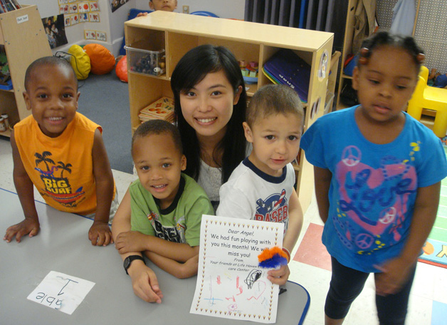 Lui Hoi-lam, an anthropology freshman, participated in the New Asia-Yale community service exchange programme in the summer of 2010 and spent a week in a homeless women shelter in the US, giving daycare services. She relishes her experience and misses the children under her care.