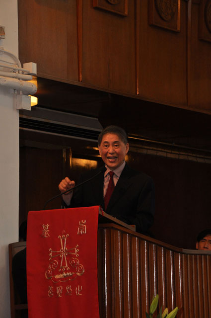 Retracing the Footsteps of Pai Hsien-yung on CUHK Campus<br><br>Prof. Pai Hsien-yung Kenneth, invited by Chung Chi College to serve as Siu Lien Ling Wong Visiting Fellow 2010–11 and met with staff and students on different occasions.