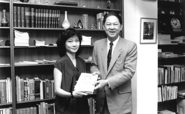 Miss Dorothy Wong, first Rhodes Scholar from CUHK, 1987
