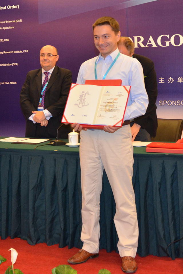 Prof. Daniele Perissin of the Institute of Space and Earth Information Science received the Dragon Programme award from the European Space Agency (ESA) and the Ministry of Science and Technology of China (MOST) for his contribution to the success of their cooperation programme on space remote sensing.