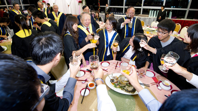 Lee Woo Sing College, which admitted its first cohort of students in 2011, organized its first orientation dinner.