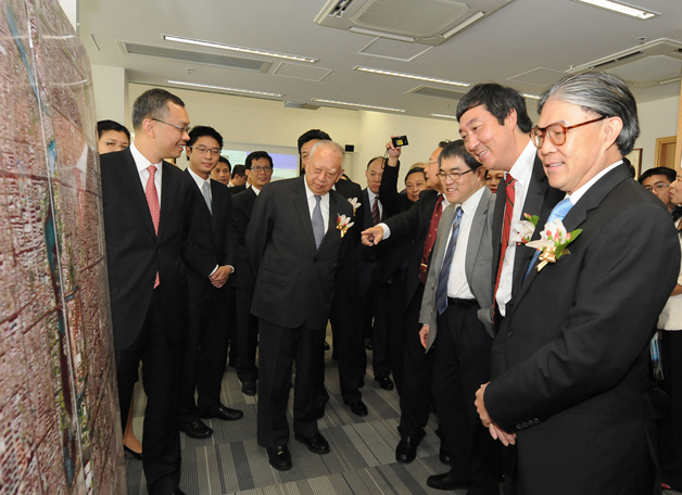 The Fok Ying Tung Remote Sensing Science Building was officially opened in September in the presence of Dr. C.H. Tung, Deputy Chairman of the National Committee of the NCCPC and representatives of the Fok Ying Tung Foundation.