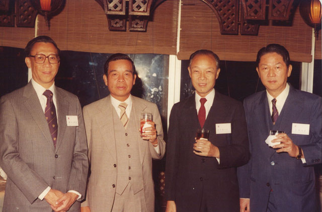 VC's dinner to honour donors of MBA Programmes From left: 中大商學院院長鍾汝滔 prof. Chung Yu-to, Cheng Yu Tung, Fung King Hey, Prof. Ma Li