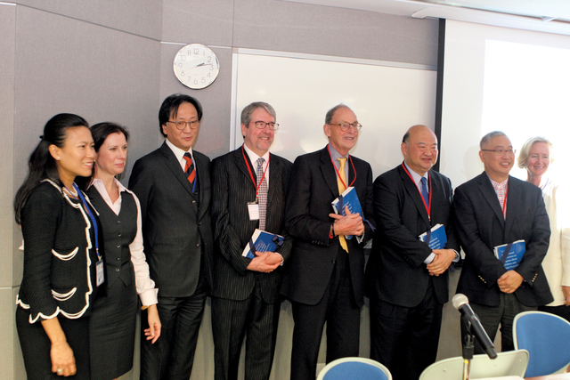 The Hon. Chief Justice Geoffrey Ma Tao-li (3rd right), GBM, Hong Kong Court of Final Appeal, delivers keynote speech