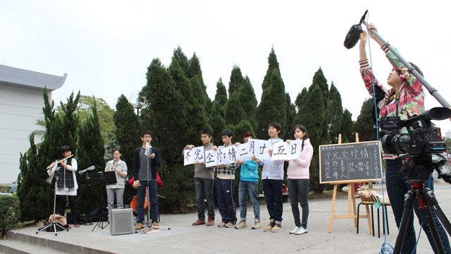 """The Power of Words"", a project to promote reading and writing culture on campus, ushers in a series of poetic and artistic activities Flash mob to promote the 'Not Exactly Lyrical: Hong Kong Poetry and Chorus Recital'"