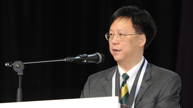 Prof. Gordon W.H. Cheung, Associate Pro-Vice-Chancellor and professor in the Department of Management