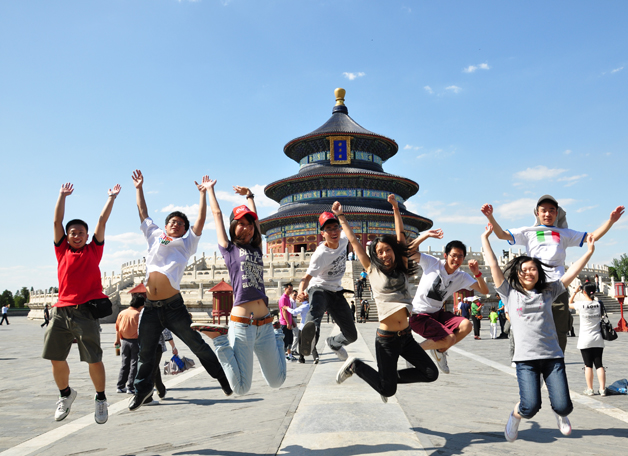 The Grand Tour has been part of a scholar's calling since ancient times, in both China and the West. In the summer of 2009, 700 students went abroad in various programmes offered by the University, and many more travelled on their own. Here are those ecstatic about their Putonghua study trip in Beijing.