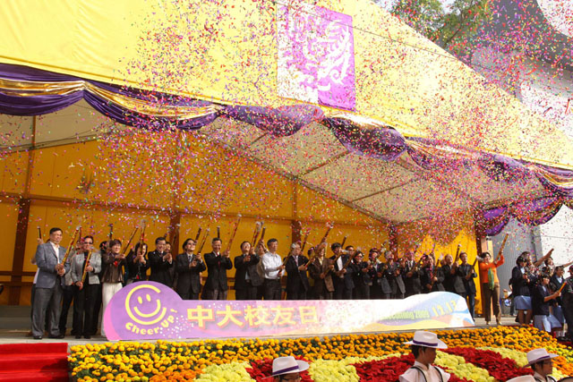CUHK Alumni Homecoming 2009<br><br>With the theme 'Cheer Up', supported by over 300 volunteers and performers, the 2009 CUHK Alumni Homecoming attracted over 4,500 participants, making it the largest homecoming of the University ever.