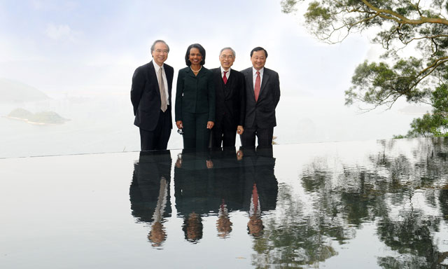 Former US Secretary of State on Asia's Future<br><br>Prof. Condoleezza Rice, accompanied by Vice-Chancellor Prof. Lawrence J. Lau (2nd right), Provost Prof. Benjamin W. Wah (1st right), and Pro-Vice-Chancellor Prof. Jack C.Y. Cheng (1st left), visits the scenic spot Pavilion in Harmony on campus