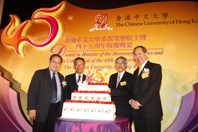 Dinner in Honour of the Honorary Fellows and in Celebration of the 45th Anniversary of the CUHK<br><br>From left: Prof. Ambrose King, Dr. Edgar W.K. Cheng, Prof. Lawrence J. Lau and Prof. Arthur Li at the cake cutting ceremony