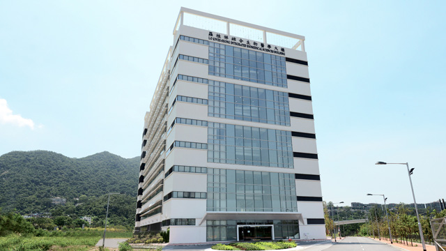 The Lo Kwee-Seong Integrated Biomedical Sciences Building was opened on 29 August 2012 and became a research landmark in CUHK's Area 39.