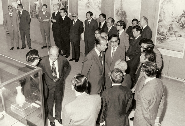 Prince Philip visited the Art Museum in 1975