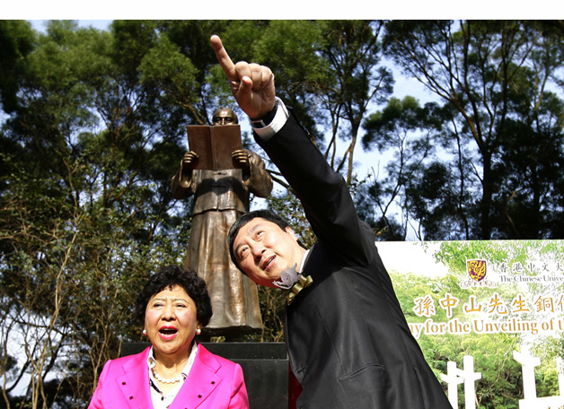 Dr. Lily Sun, granddaughter of Dr. Sun Yat-sen whose statute was unveiled on campus in November 2010, was seen here with the Vice-Chancellor.