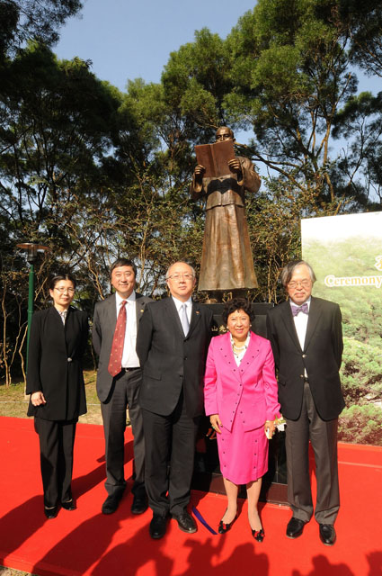 Unveiling Ceremony for the Statue of Dr. Sun Yat-sen<br><br>From left: Ms. Bai Yongjie, Ministry of Foreign Affairs, PRC; Prof. Joseph Sung; Mr. Wang Hui, Liaison Office of the Central People's Government in Hong Kong; Dr. Lily Sun; and Mr. T. Chang, Headmaster, Diocesan Boys' School