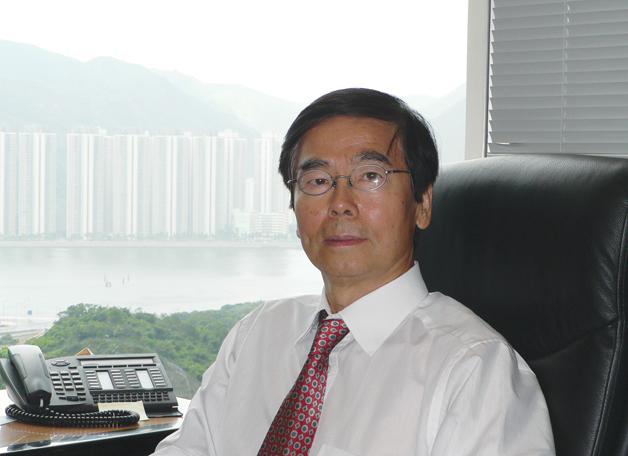 Prof. Wong Ching-ping, the new Dean of Engineering, took up his duties in early 2010. Prof. Wong is an expert in electronic and material engineering. A native of Hong Kong, he looks forward to playing a significant part in the development of his home city, the PRD, and China at large.