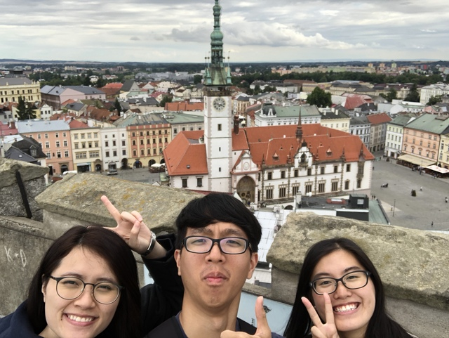 In collaboration with China's Southwest University, CUHK launched its first Belt and Road Initiative Study Tour to Central Europe in 2018. Cultural management student Liu Oi-ting (1st right) explored Central Europe after her voyage to observe the traditional and the contemporary in Chongqing.