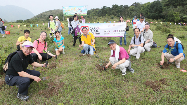 Over 200 CUHK members planted Hong Kong Gordonia saplings all over Luk Chau Shan inside Ma On Shan Country Park