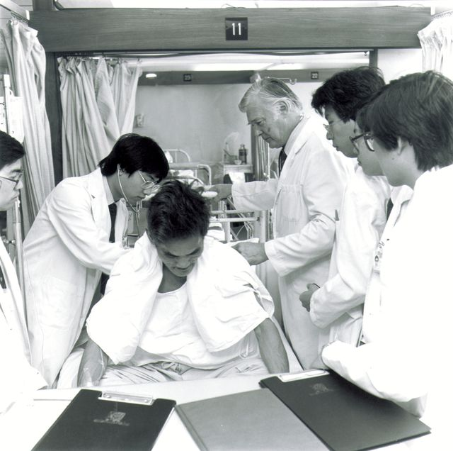 First batch of medical students at the new teaching hospital (1984)